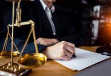 ذوي الاحتياجات الخاصة .. محامي فاقدي العين الواحدة معاقين بموجب القانون