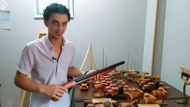 رغم بتر أصابعه.. حسام الزيدي يبدع في صنع الأنتيكات الخشبية